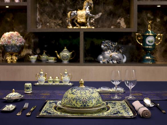 Chiêm ngưỡng bộ bàn ăn dát vàng ở tiệc chiêu đãi APEC - Ảnh 6.