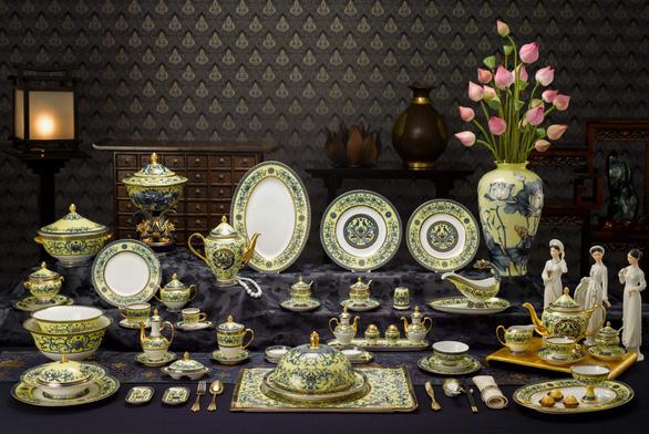 Chiêm ngưỡng bộ bàn ăn dát vàng ở tiệc chiêu đãi APEC - Ảnh 4.