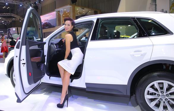 Linh Nga, Thanh Hằng, Bình Minh... lộng lẫy bên xe hơi - Ảnh 2.