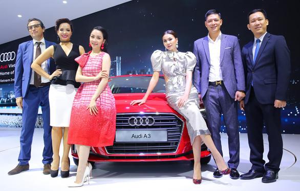 Linh Nga, Thanh Hằng, Bình Minh... lộng lẫy bên xe hơi - Ảnh 1.