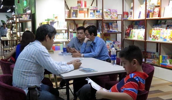'Rừng sách nhiệt đới' - thành phố sách giữa Sài Gòn - Ảnh 2.