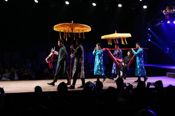 Diệu Fashion show và khi áo dài trên nền nhạc Trịnh - Ảnh 10.