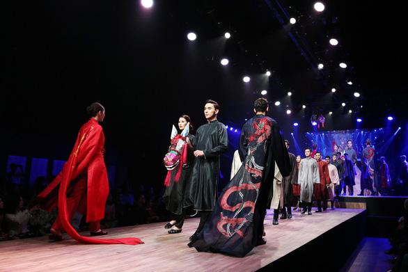 Diệu Fashion show và khi áo dài trên nền nhạc Trịnh - Ảnh 1.
