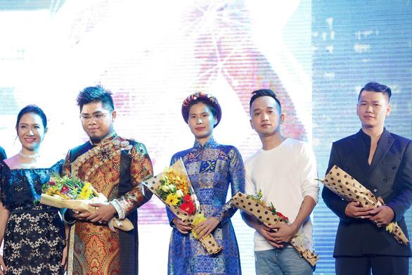 Đông Nhi mặc áo dài hát Ai yêu Cô Ba Sài Gòn! - Ảnh 5.
