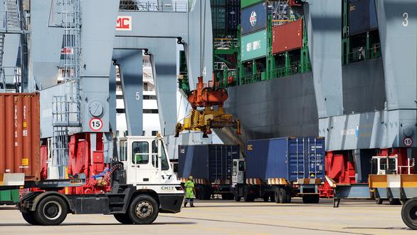 Vì sao một container từ TP.HCM xuống Vũng Tàu đắt hơn đi Singapore? - Ảnh 2.