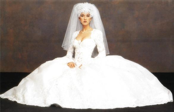 Ngắm lại những chiếc váy cưới nổi tiếng nhất thế giới - Ảnh 10.