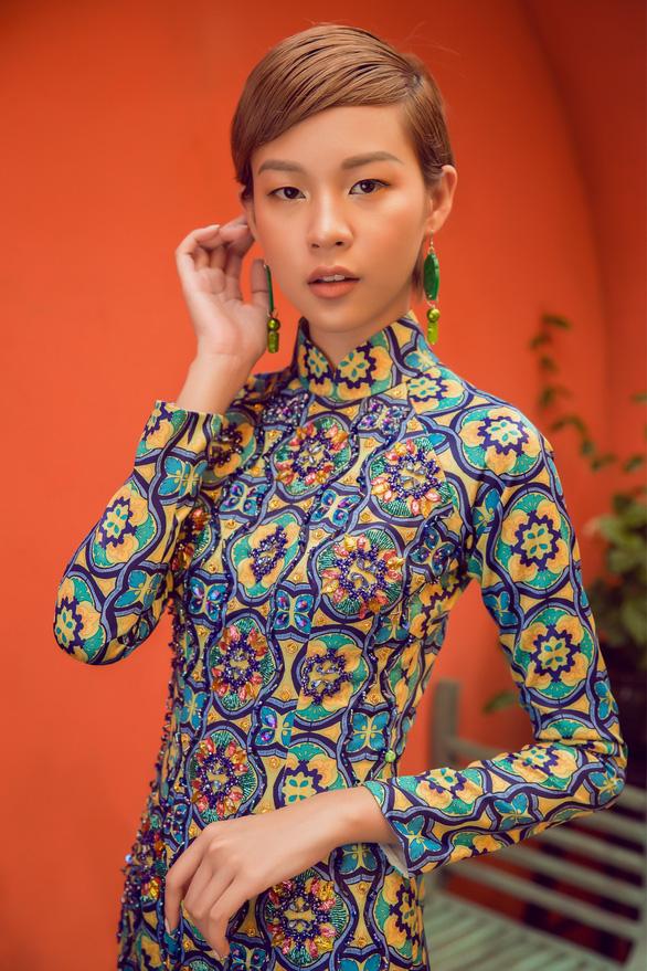 Tóc ngắn Phí Phương Anh cá tính với áo dài - Ảnh 3.