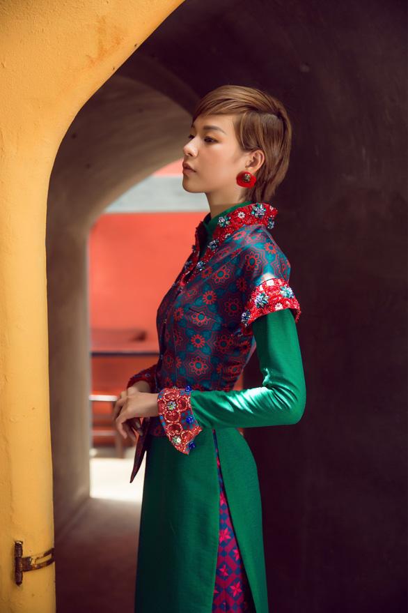 Tóc ngắn Phí Phương Anh cá tính với áo dài - Ảnh 12.