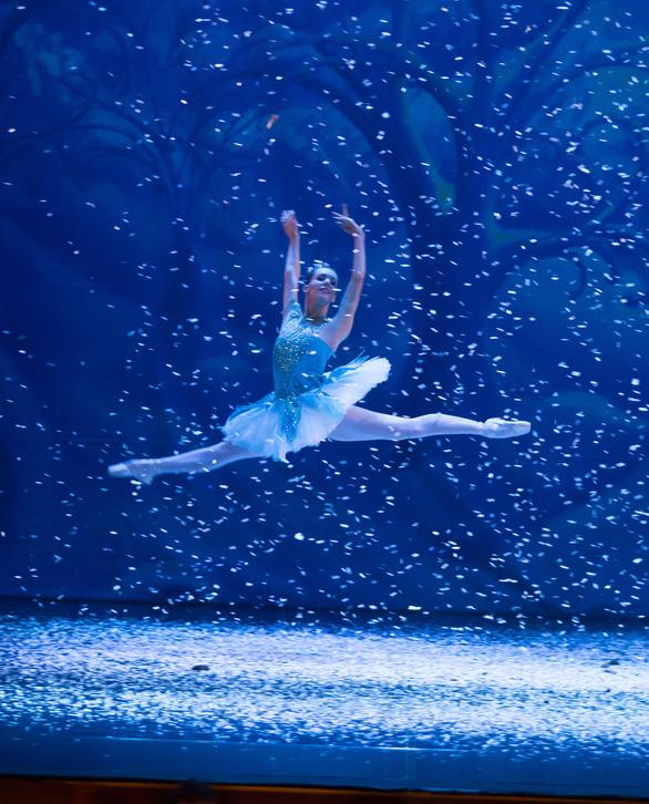 Bản ballet cho mùa Giáng sinh: Kẹp hạt dẻ - Ảnh 3.