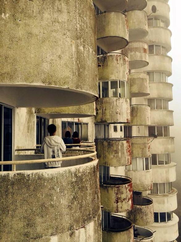Khách sạn ma rùng rợn với cảnh thật ở Amber Court ma ám - Ảnh 8.