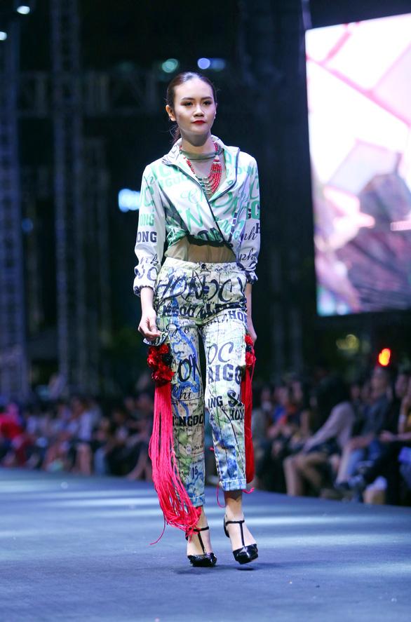 Bản đồ Sài Gòn lên bộ sưu tập thời trang của Dạ Thảo - Ảnh 6.