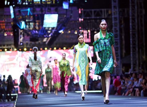 Bản đồ Sài Gòn lên bộ sưu tập thời trang của Dạ Thảo - Ảnh 8.