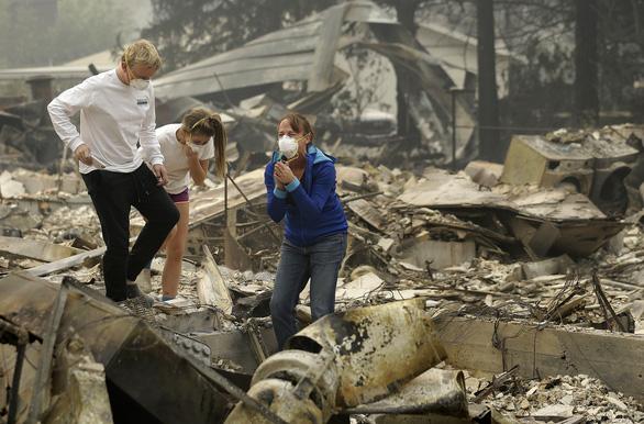 4 ngày chìm trong biển lửa của California - Ảnh 21.