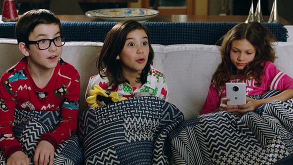 Cười sảng khoái với trailer mới của phim hài Daddys Home 2 - Ảnh 10.