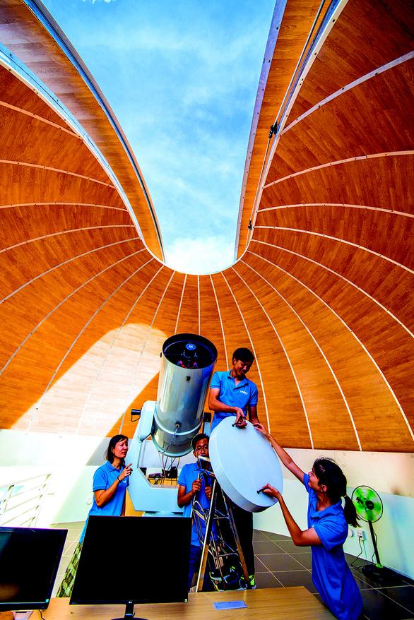 Khám phá vũ trụ ở đài thiên văn đầu tiên của Việt Nam - Ảnh 7.