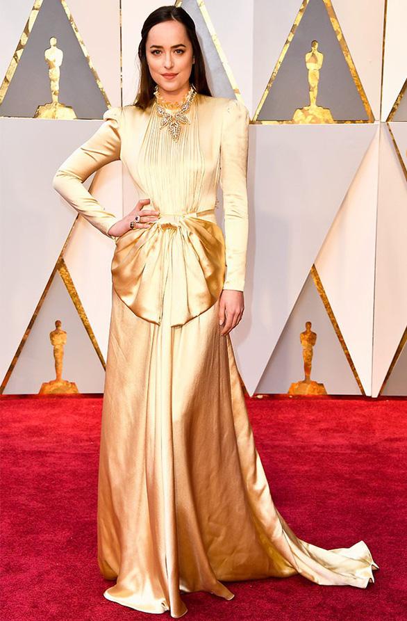 10 bộ váy Oscar được săn lùng nhiều nhất trên mạng năm 2017 - Ảnh 5.