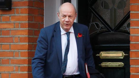 Phó thủ tướng Anh buộc phải từ chức vì ảnh khiêu dâm - Ảnh 1.