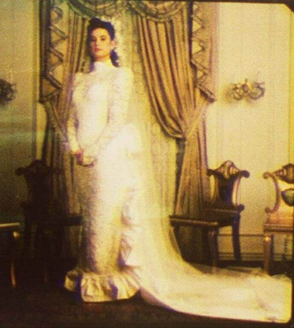 Ngắm lại những chiếc váy cưới nổi tiếng nhất thế giới - Ảnh 5.
