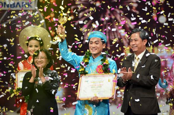 Nguyễn Văn Khởi giành Chuông vàng vọng cổ 2017 với 100 triệu đồng - Ảnh 1.