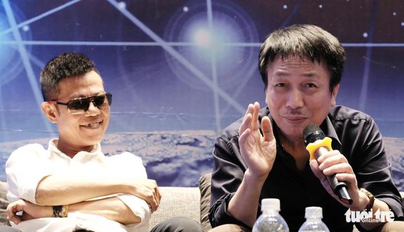 Phú Quang, Quốc Bảo kể chuyện về tác quyền âm nhạc vô lý ở VN - Ảnh 1.