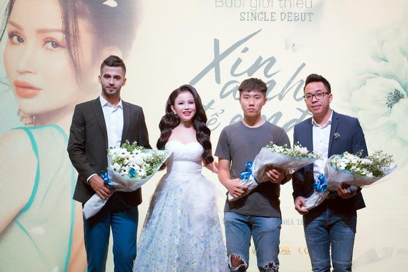 Janny Thủy Trần tung MV đầu tay, tiến vào con đường âm nhạc - Ảnh 2.