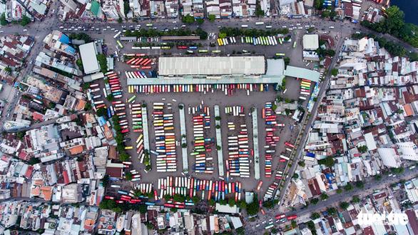 Xe cộ Sài Gòn nhìn từ flycam - Ảnh 1.