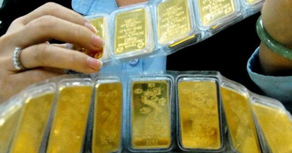 Giá vàng miếng SJC vượt qua 42 triệu đồng/lượng - Ảnh 1.