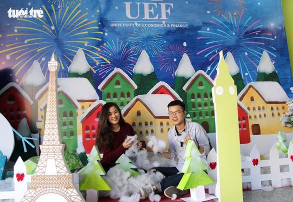 Các trường đại học rực rỡ sắc màu Giáng sinh - Ảnh 5.
