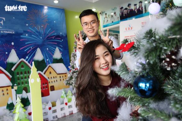 Các trường đại học rực rỡ sắc màu Giáng sinh - Ảnh 2.
