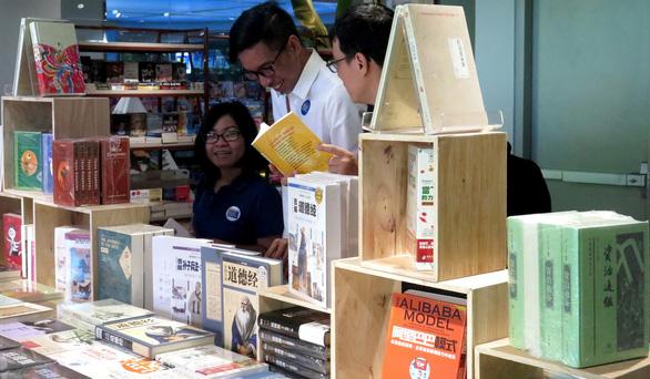 'Rừng sách nhiệt đới' - thành phố sách giữa Sài Gòn - Ảnh 4.