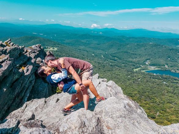 Bộ ảnh độc nhất vô nhị của cặp đôi xa nhau gần 13.000 cây số - Ảnh 5.