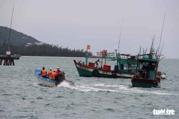 Tàu cá tránh bão Tembin ken đặc Phú Quốc - Ảnh 5.
