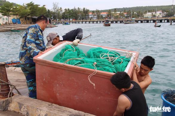 Tàu cá tránh bão Tembin ken đặc Phú Quốc - Ảnh 8.