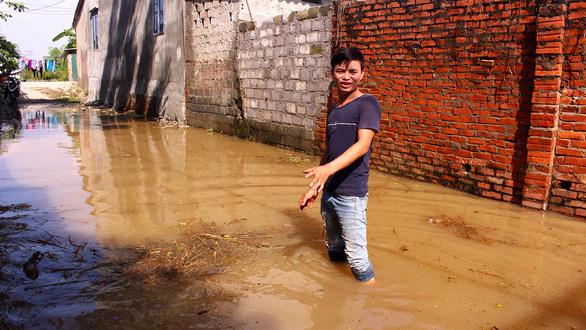 Hà Nội: Đê lở, nước hồi hương ngập trắng - Ảnh 7.
