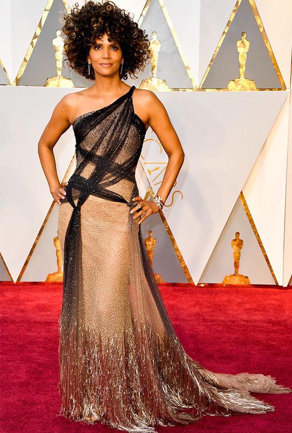10 bộ váy Oscar được săn lùng nhiều nhất trên mạng năm 2017 - Ảnh 7.