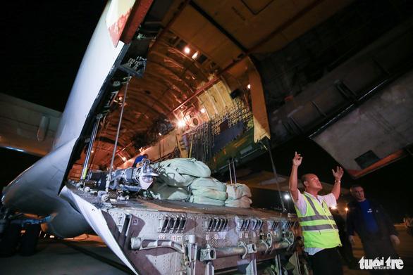 40 tấn hàng cứu trợ của Nga đã đến Cam Ranh - Ảnh 7.