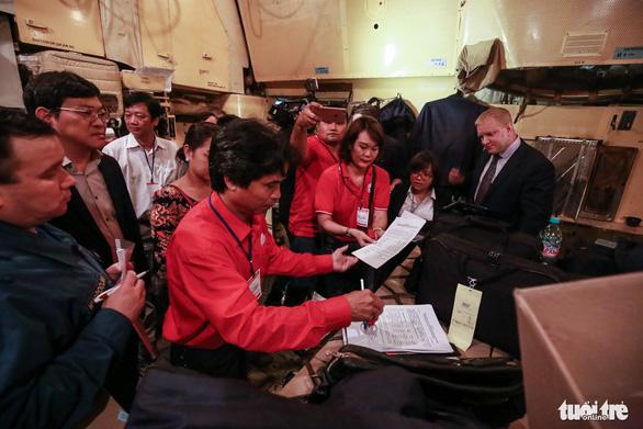 40 tấn hàng cứu trợ của Nga đã đến Cam Ranh - Ảnh 8.