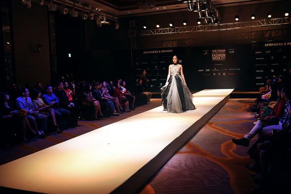 Công Trí mở màn Tuần lễ thời trang quốc tế Việt Nam - Ảnh 9.