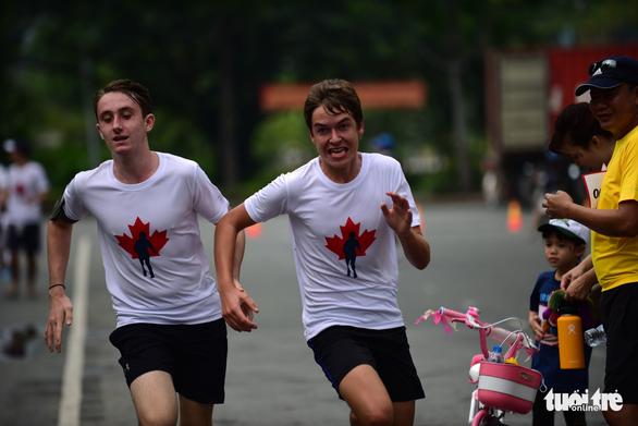 Gần 20.000 người tham gia chạy bộ từ thiện tại TP.HCM - Ảnh 13.