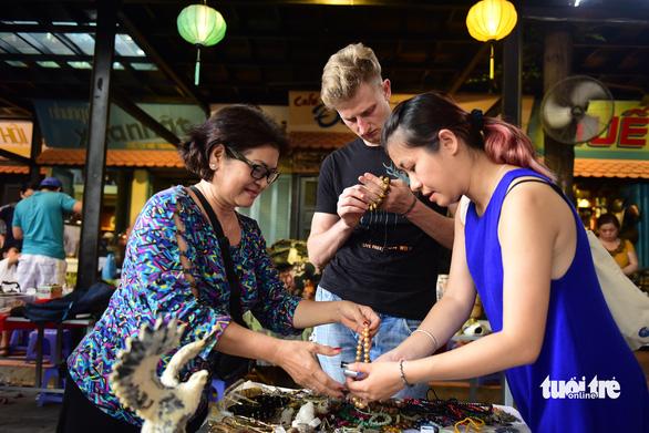 Chợ đồ cổ tấp nập giữa lòng Sài Gòn - Ảnh 5.