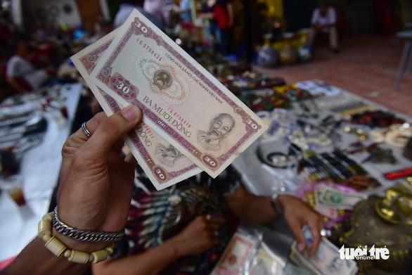 Chợ đồ cổ tấp nập giữa lòng Sài Gòn - Ảnh 9.