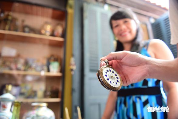 Chợ đồ cổ tấp nập giữa lòng Sài Gòn - Ảnh 13.