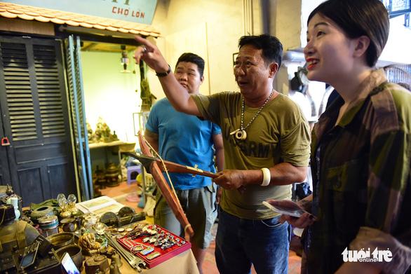 Chợ đồ cổ tấp nập giữa lòng Sài Gòn - Ảnh 14.