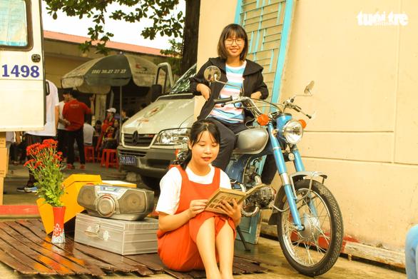 Vừa hiến máu, vừa chụp ảnh phong cách Sài Gòn xưa - Ảnh 6.