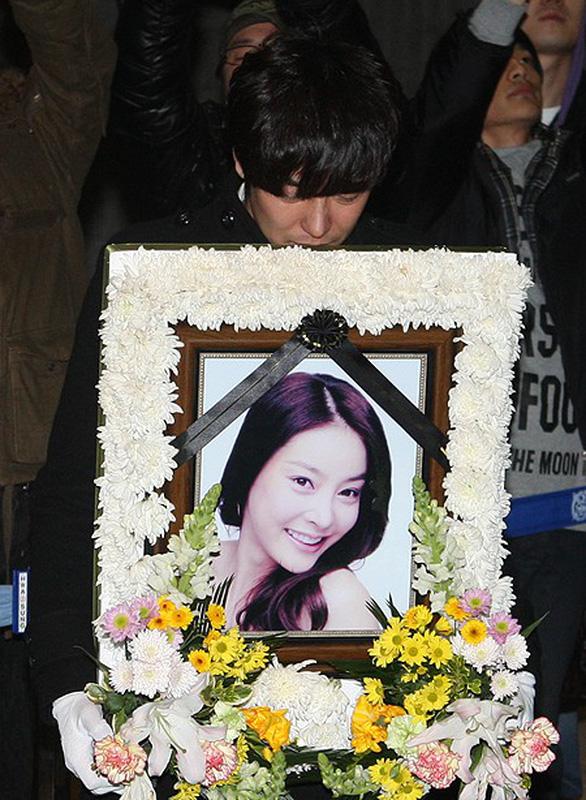 Những ngôi sao Kpop tự tử vì trầm cảm trong 10 năm qua - Ảnh 3.