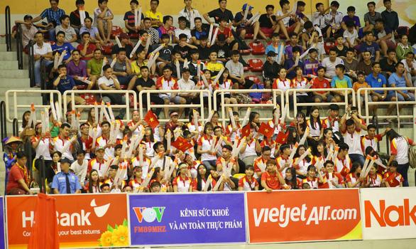 Khán giả TP.HCM hào hứng với Futsal - Ảnh 1.