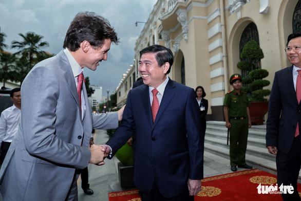 Nửa ngày của Thủ tướng Canada Trudeau tại TP.HCM - Ảnh 11.