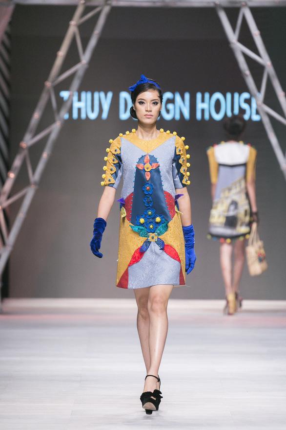 Ngô Thanh Vân đưa thời trang Cô Ba Sài Gòn lên sàn catwalk  - Ảnh 7.