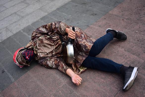 Ảo tung chảo ở  phố đi bộ Nguyễn Huệ, vui hay rảnh? - Ảnh 7.