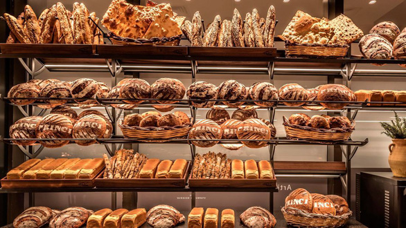 Cửa hàng Starbucks lớn nhất thế giới hay quán cà phê đầy ảo vọng - Ảnh 5.